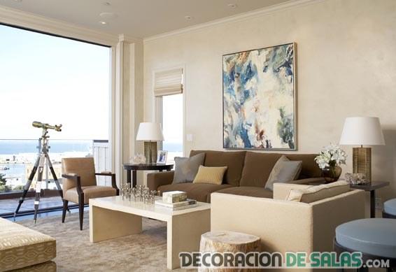 salón con vistas en beige