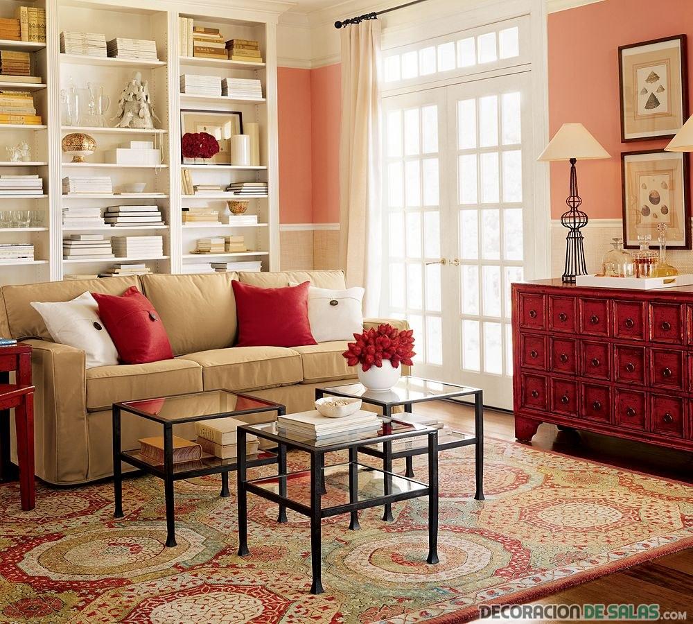 salón cuadrado con color rojo