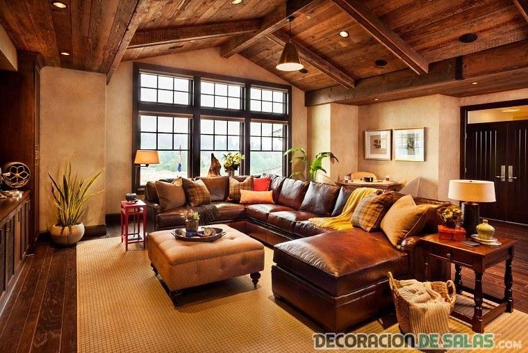 salón de madera con vigas