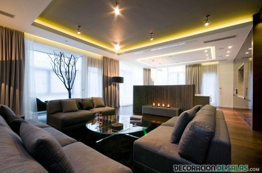salón decorado con techos de luces