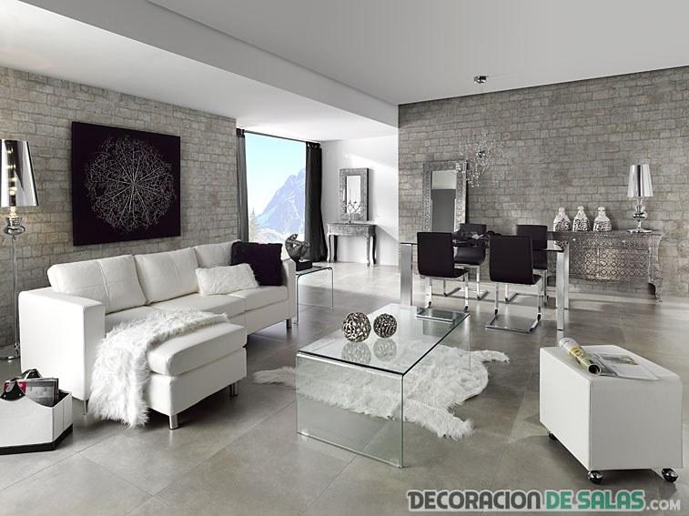 salón decorado en blanco con elegancia