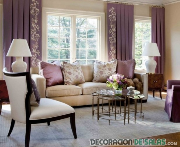 salón decorado en colores sencillos