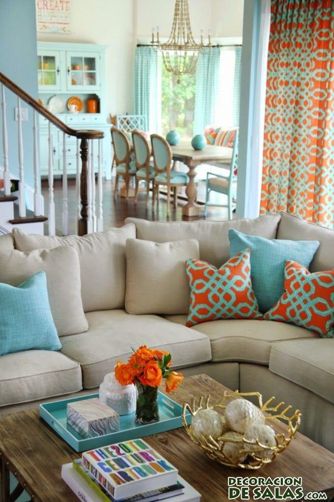 salón decorado en naranja y turquesa