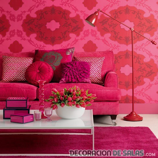 salón decorado totalmente en rosa