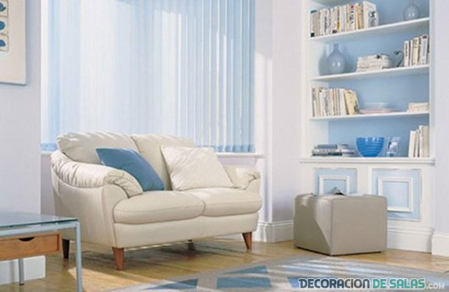 salón en azul claro y blanco