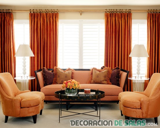 salón en color naranja