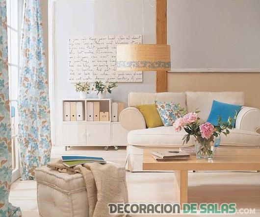 salón en colores tostados