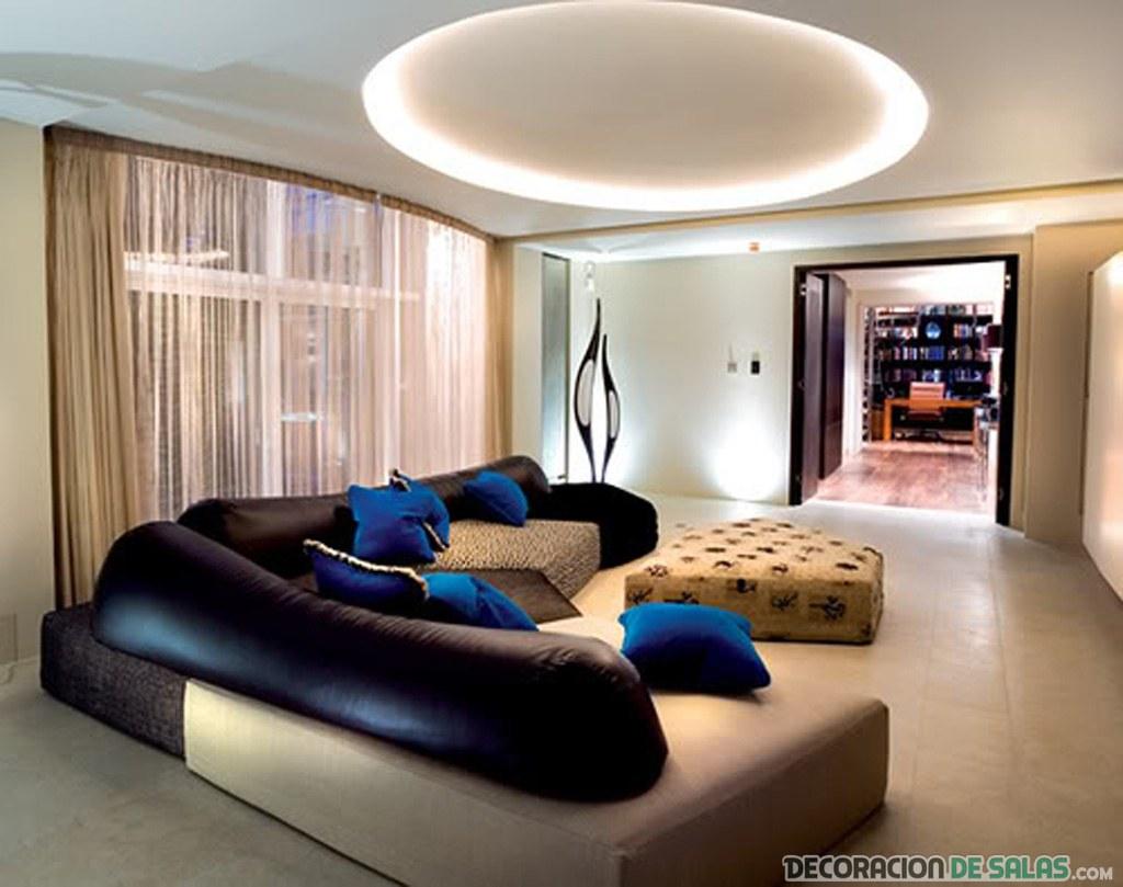 salón grande con sofá original