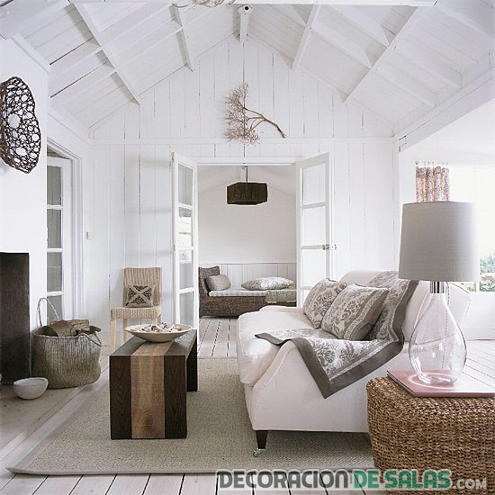 salón grande en blanco con pinceladas rústicas