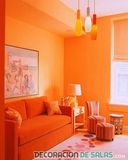 salón monocromático en naranja