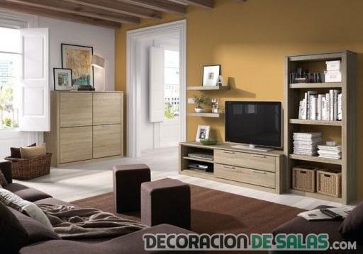 salón pequeño con muebles claros
