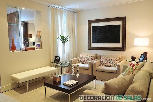 salón pequeño recogido y elegante