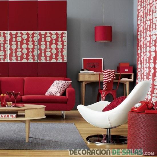 salón retro con papel pintado