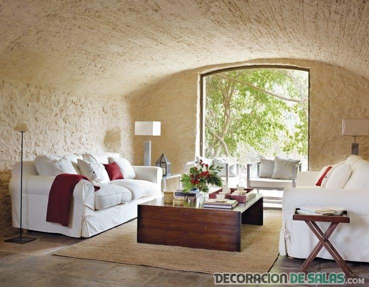 salón rústico con sofás en color blanco