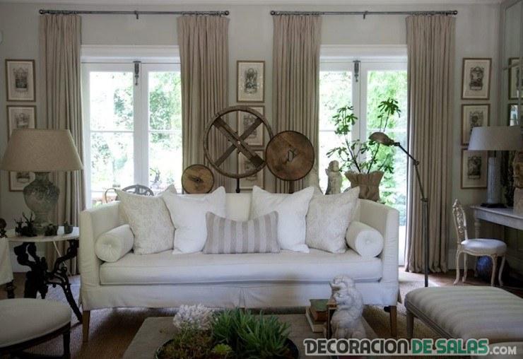 salón sofá blanco en decoración rústica