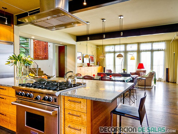 salón y cocina con estilo rústico