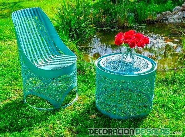 silla hecha con cilindros metálicos