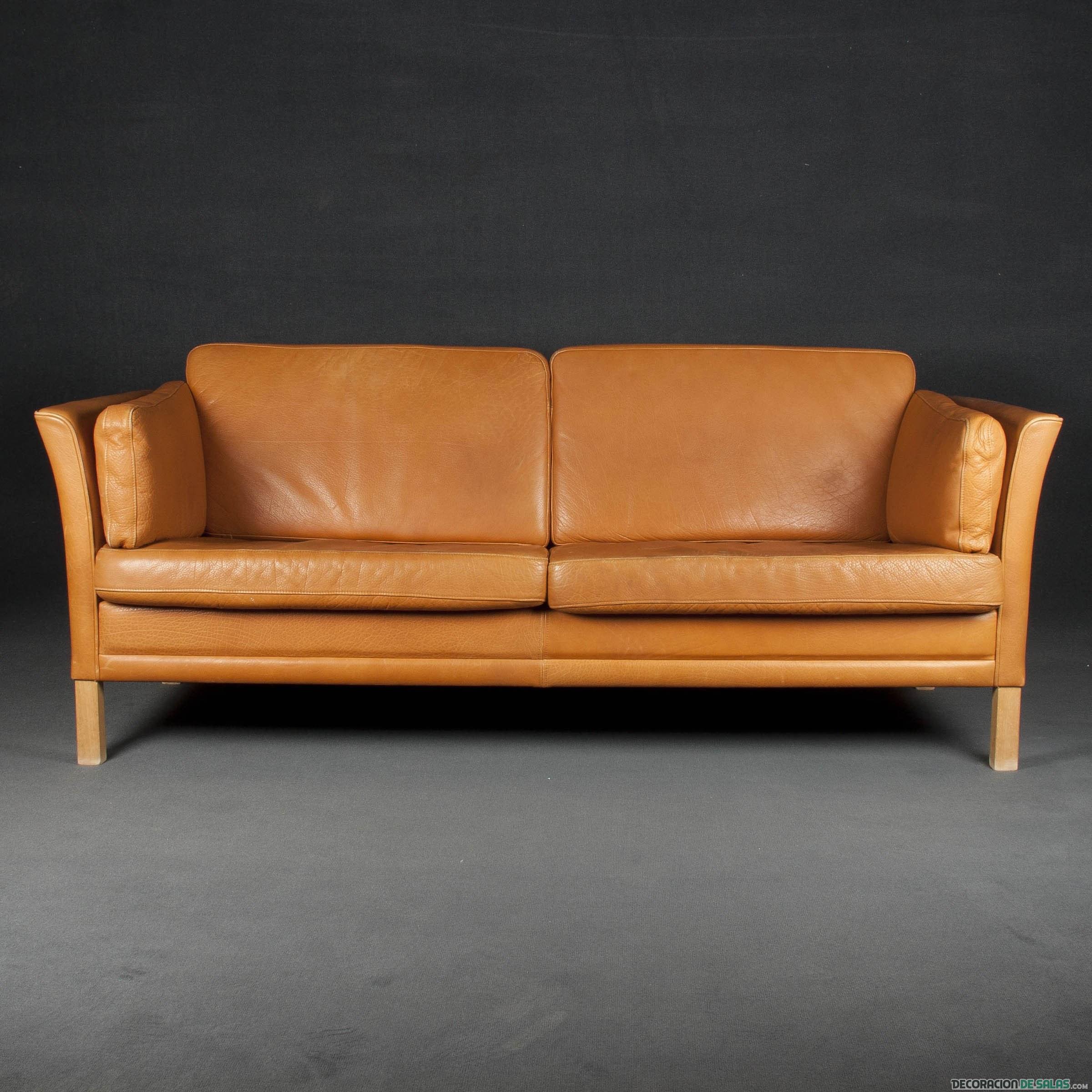 sofá biplaza en marrón