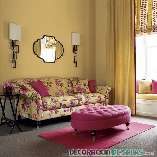 sofa rosa salon amarillo