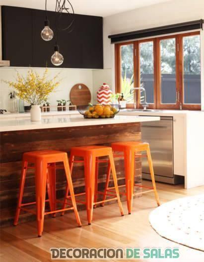 taburetes de cocina en naranja