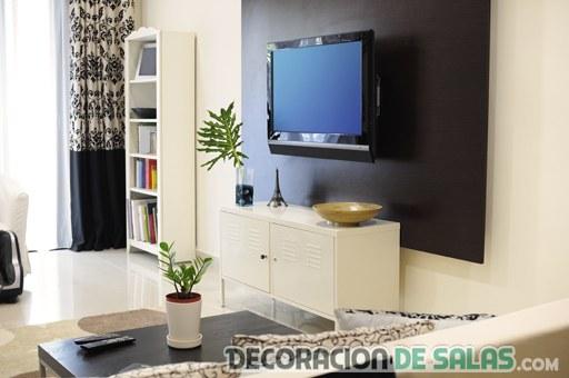 televisor colgada en panel de pared