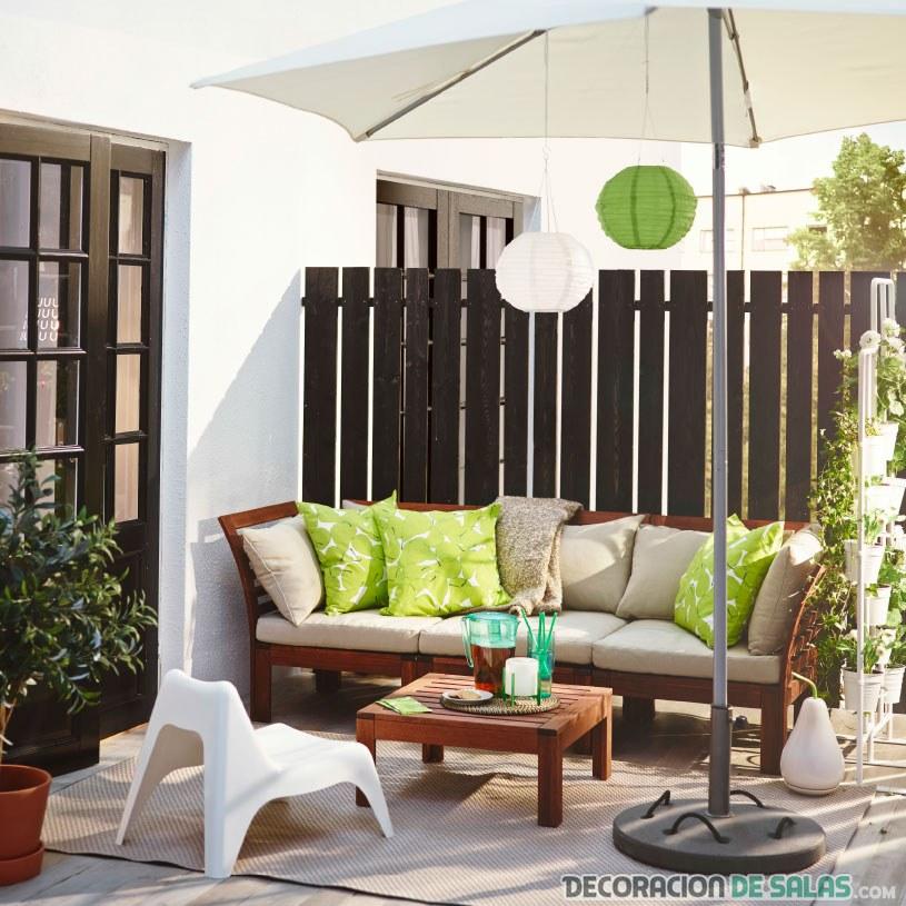 terraza ikea con gran sofá