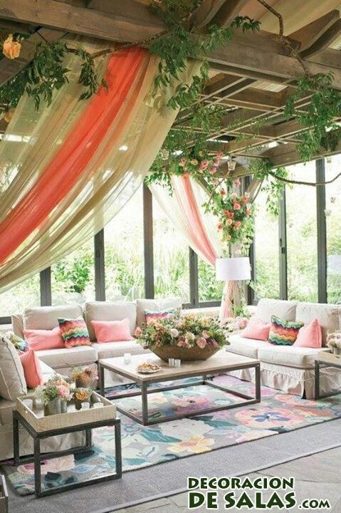 terrazas con pérgolas y plantas