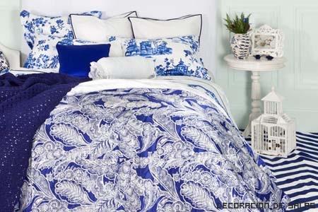 textil cama azul y blanco