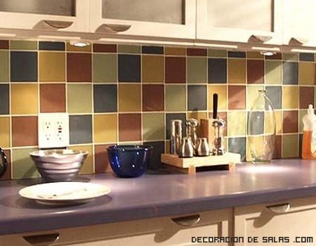 Azulejos de colores en la cocina