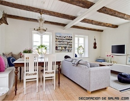 Combina la madera con el color blanco