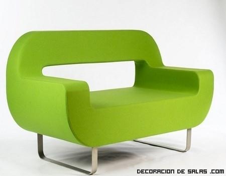 Un sofá minimalista en color verde