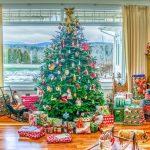 Papa Noel en el árbol de Navidad