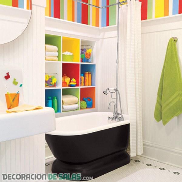 ¿Te gustan los baños decorados a todo color?