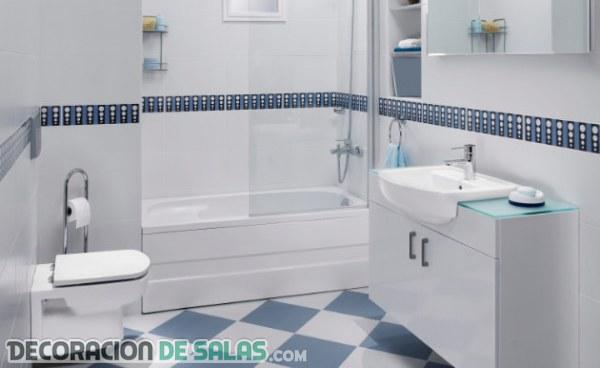 Cocinas y baños reformados con azulejos pintados