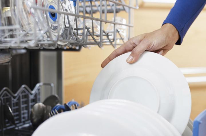 Trucos para limpiar tu lavavajillas