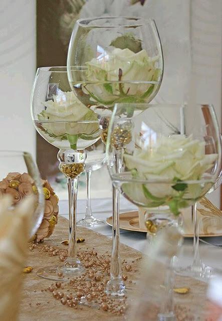 flores en copas de cristal