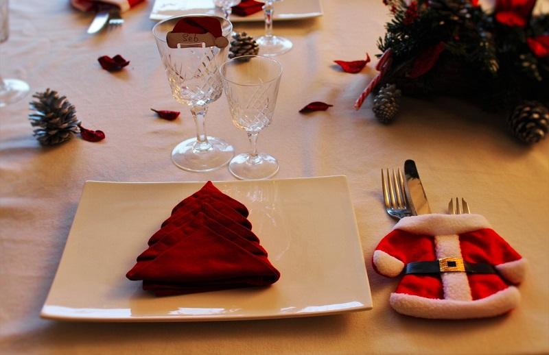 Decoración de navidad en mesas
