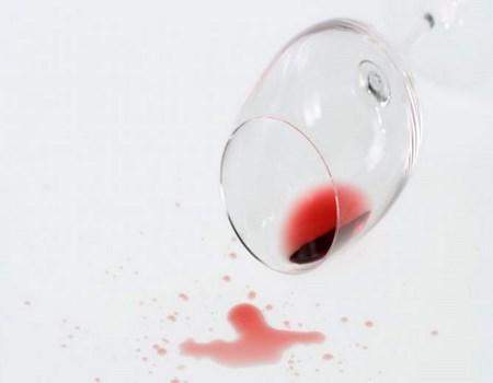 Trucos para eliminar manchas de vino
