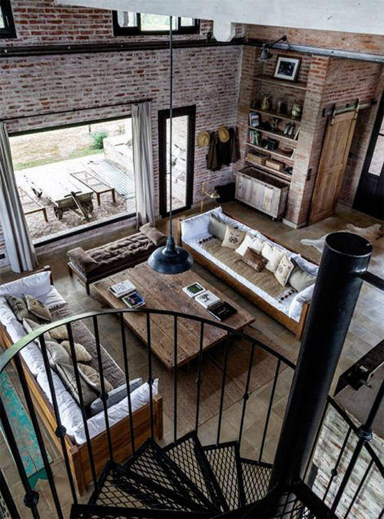 loft con escaleras de metal