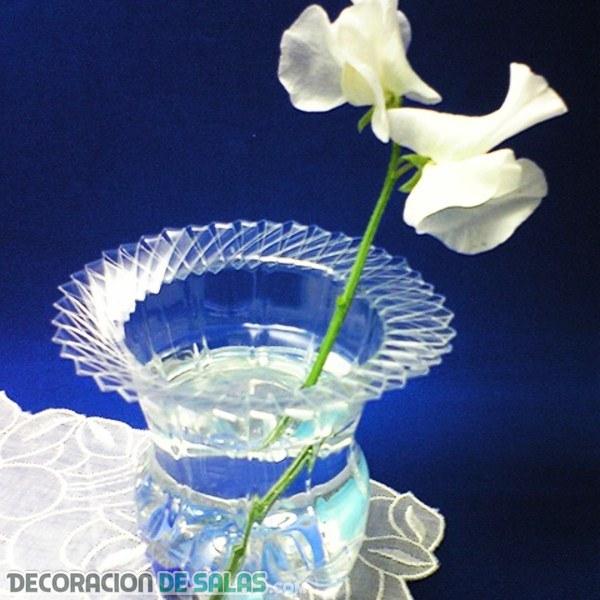 Cómo hace un jarrón con una botella de plástico