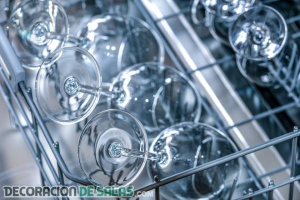 Trucos perfectos para limpiar el lavavajillas