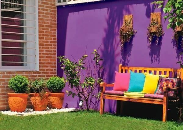 jardín con plantas y cesped